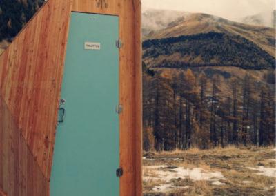 Toilettes sèches pour un restaurant d'altitude