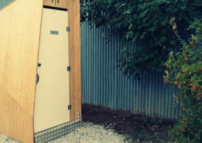 Installation de toilettes sèches pour un aérodrome