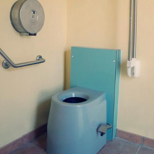 lovely toilettes seches domaine viticole chateau