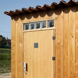 lovely toilettes seches publiques bois