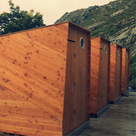 cabines toilettes sèches en bois à lombricompostage - extérieur refuge en corse