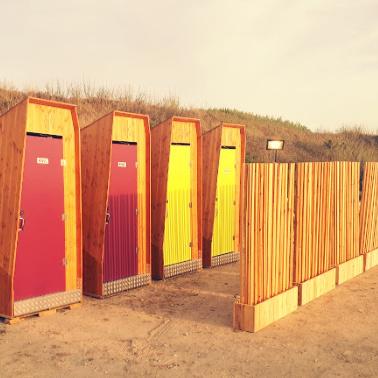 toilettes sèches en bor de mer