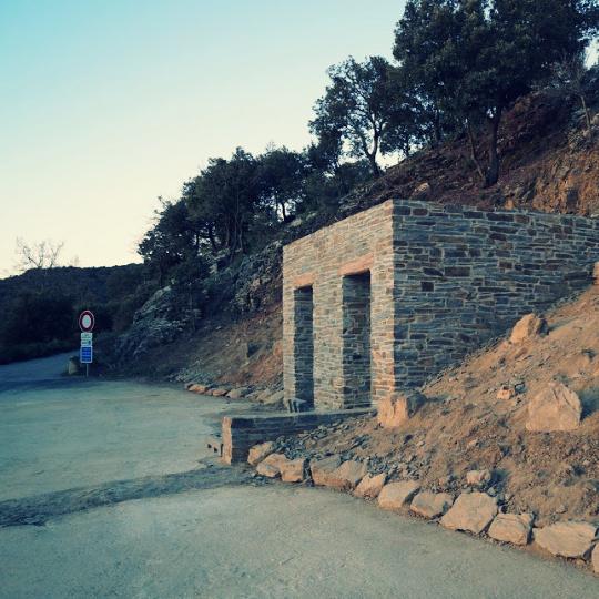 toilettes seches proche monument historique