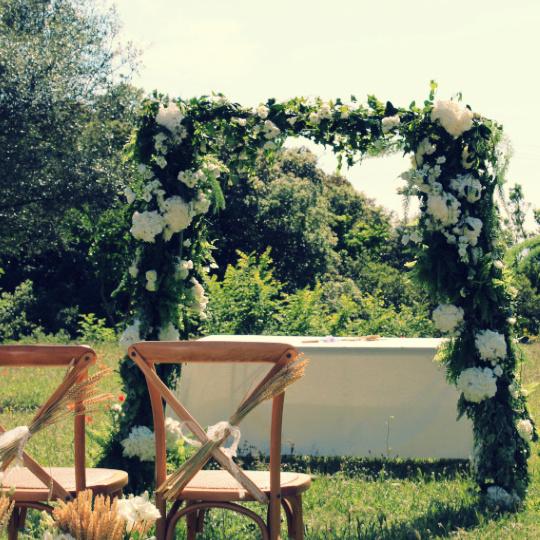 arche en fleurs pour mariage nature