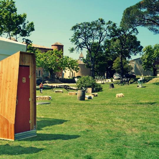 toilettes sèches pour un mariage au château