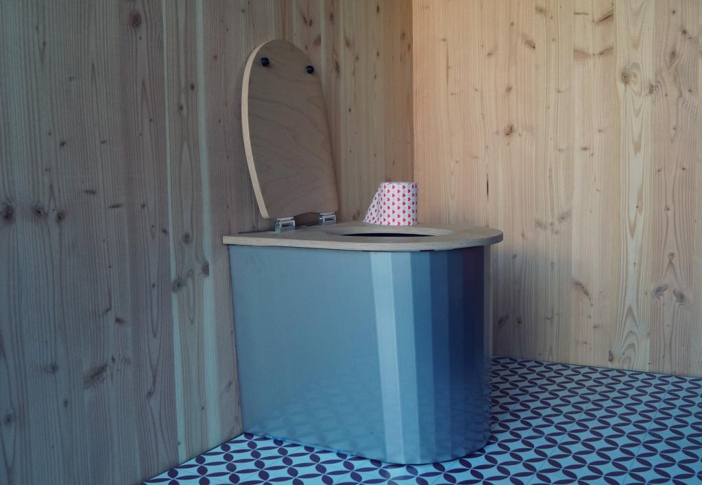 toilette sèche design en intérieur